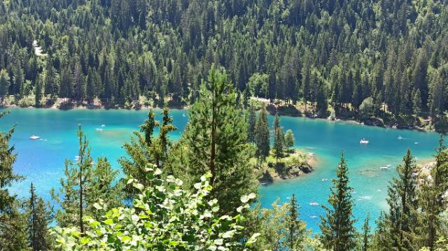 スイスの人気スポット、カウマ湖